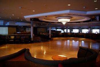 1280px-NYK_Cruises_-_Asuka_II_-_Club_2100_-_01